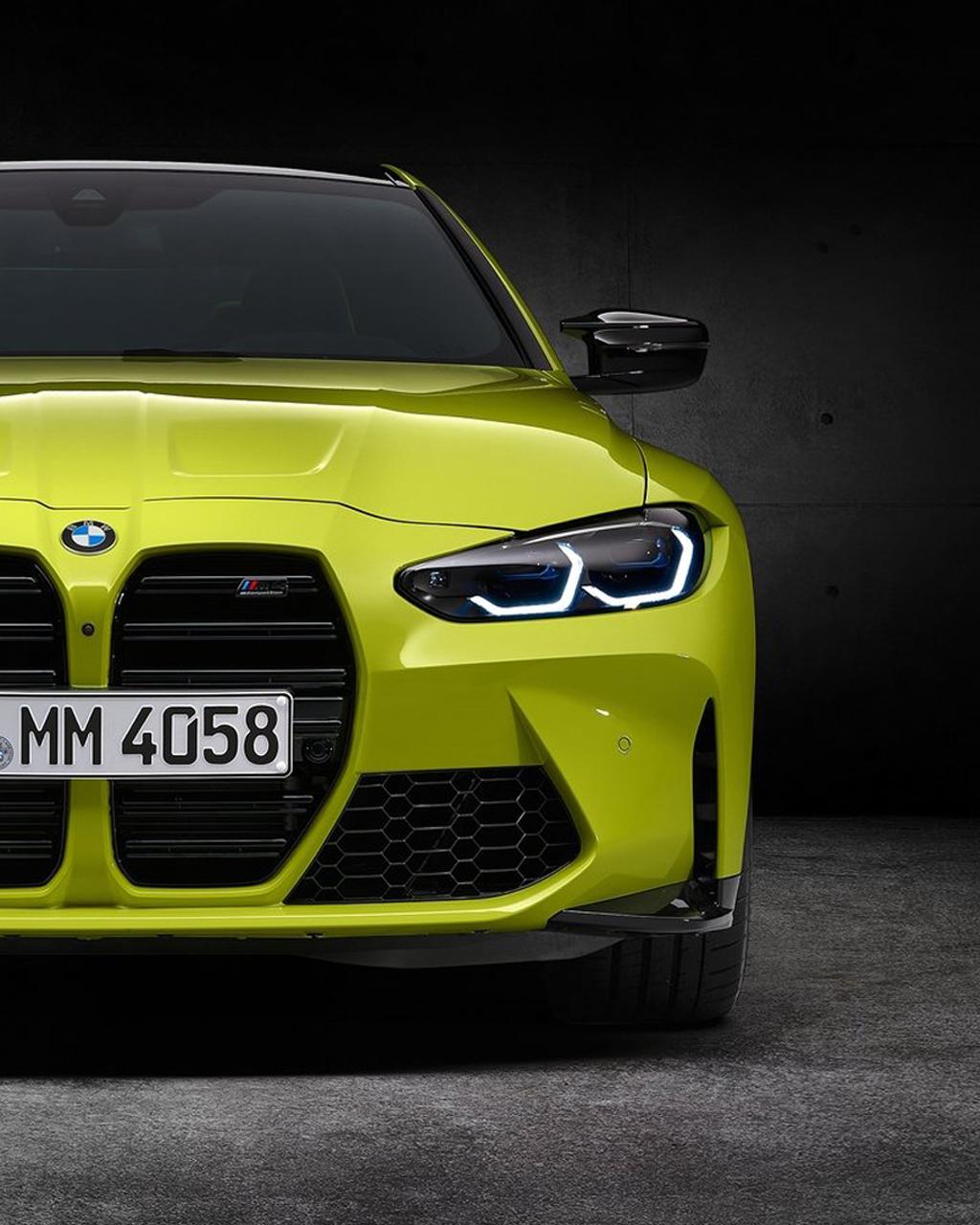 grüner BMW M3/M4 Frontview auf dunklem Hintergrund