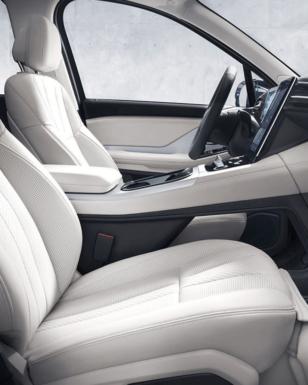 NIO white car interieur front seats and black stearing wheel